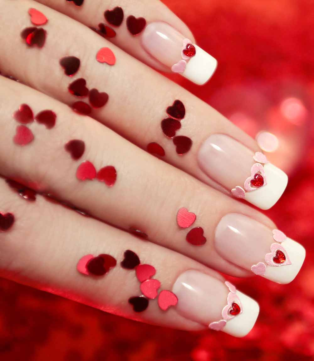 Nail art pink hearts Valentine's Day