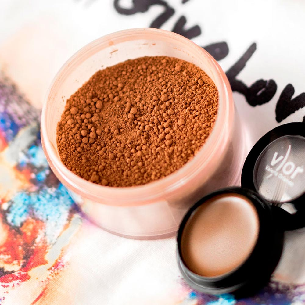 V) OR Make Up kit contouring products