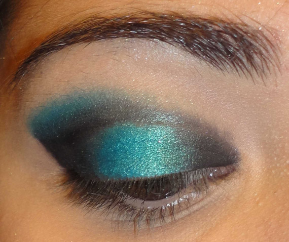 Dark & ​​Blue evening makeup