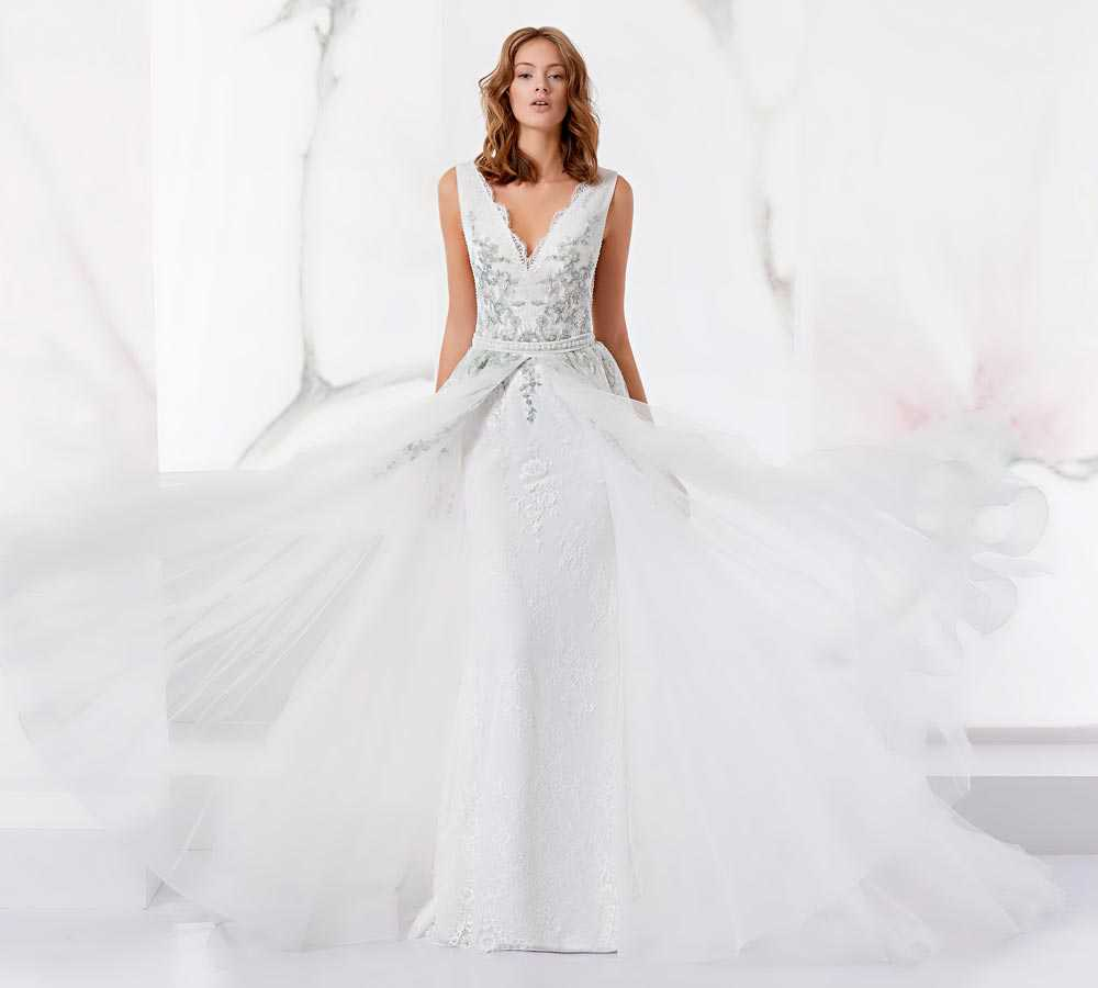 Wedding dresses with tulle skirt