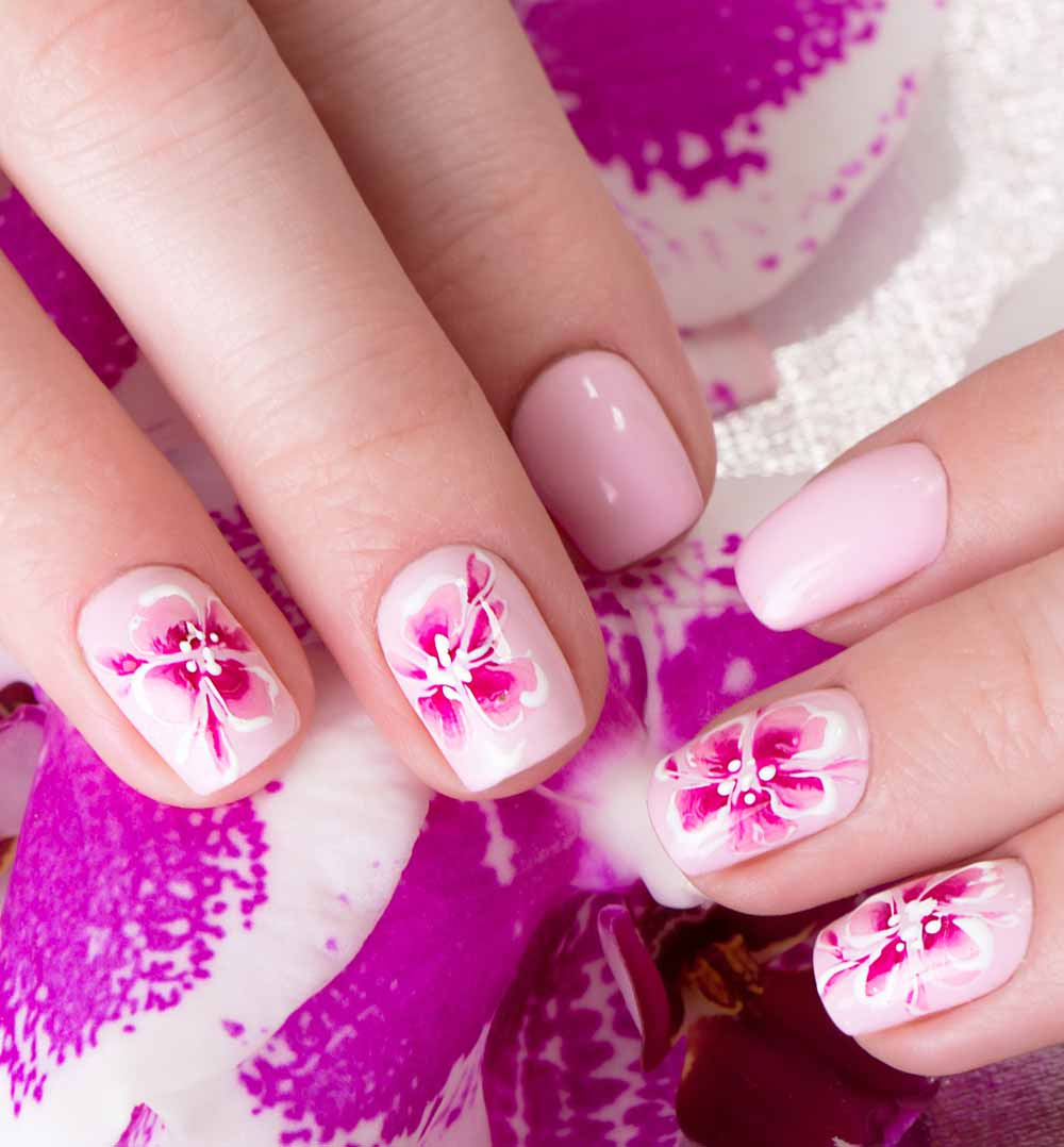 Nail art flowers Valentine's Day