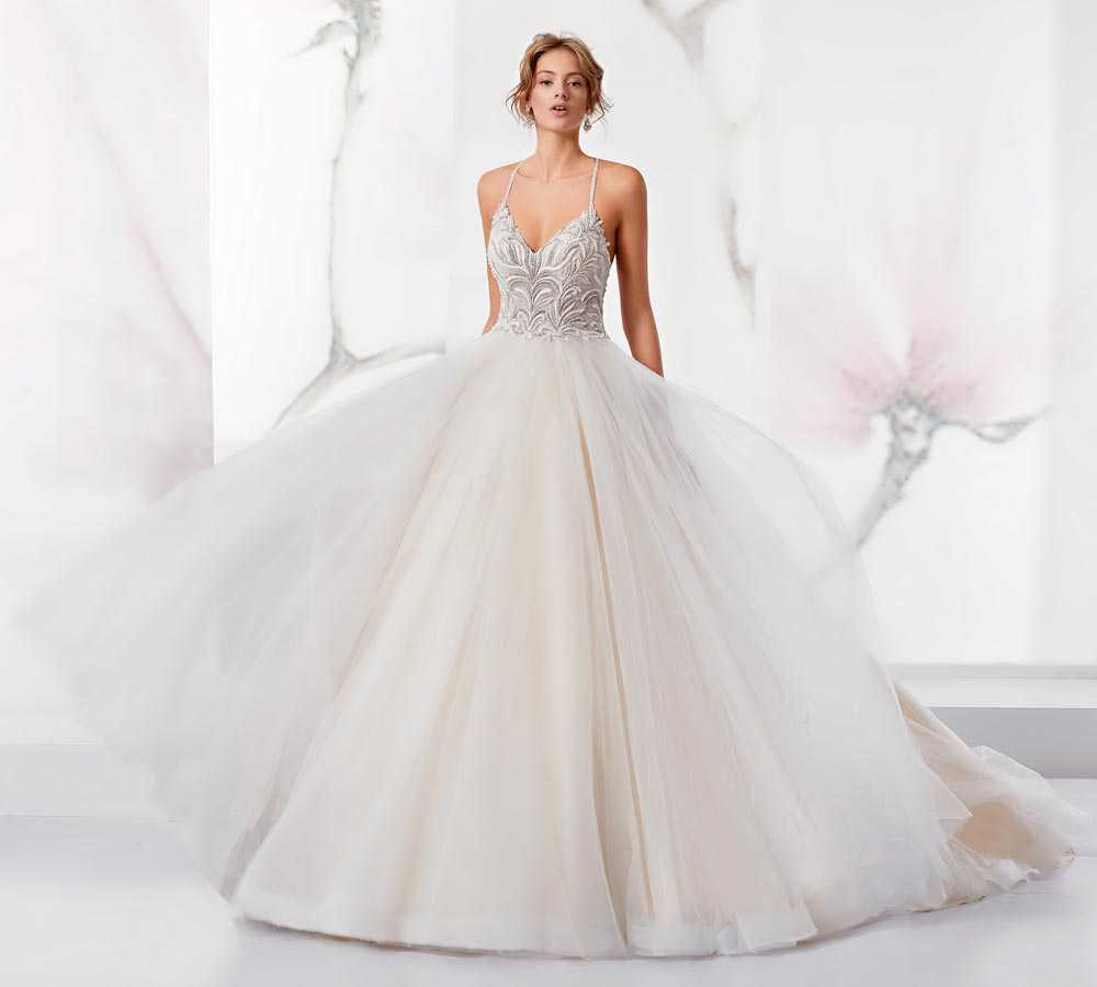 Wedding dresses with wide skirt