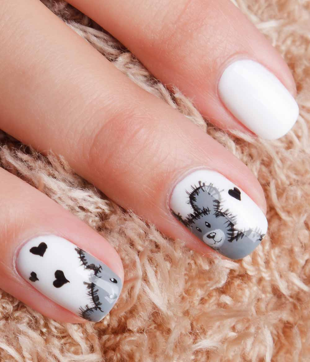 romantic nail art Valentine's Day bear