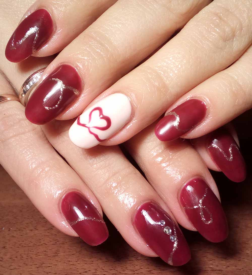 romantic nail art Valentine hearts