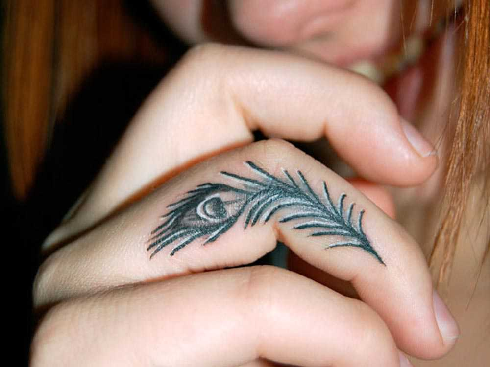Feather tattooed on the finger