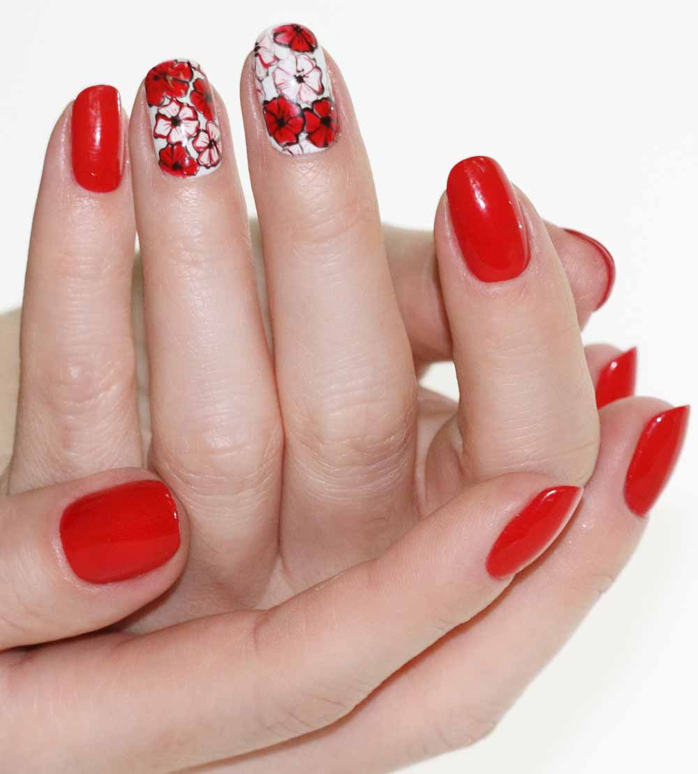Nail art red flowers Valentine's Day